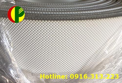 Băng tải PVC trắng nhám ca rô tại Hà Nội